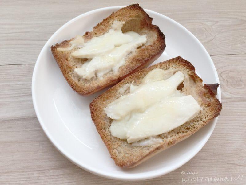 ブランパンのチーズと鶏胸肉乗せの、焼き上がり